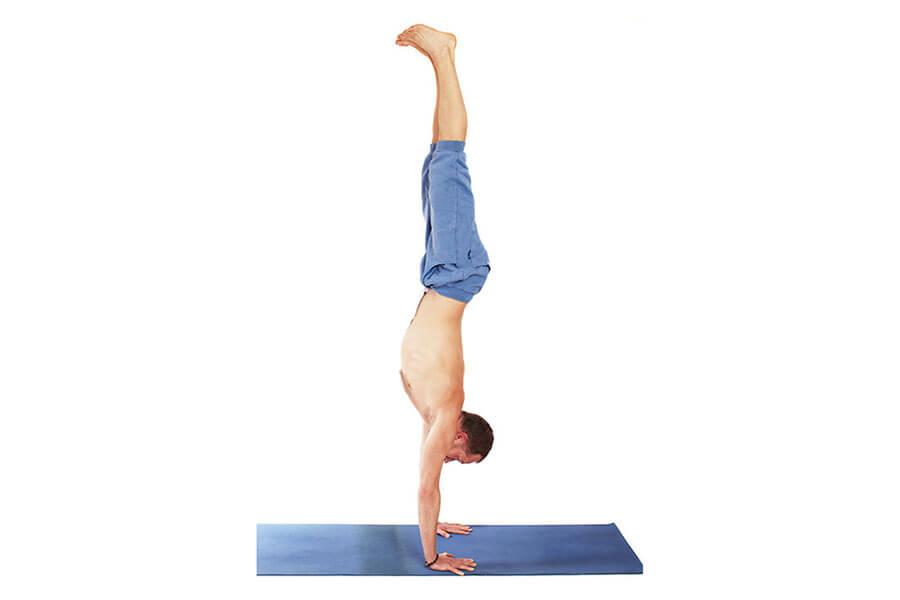 Tim – Adho Mukha Vrksasana (Handstand)